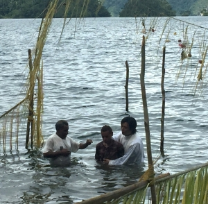 Fr Peter Seo, KMS baptizing in Lake Kutubu
